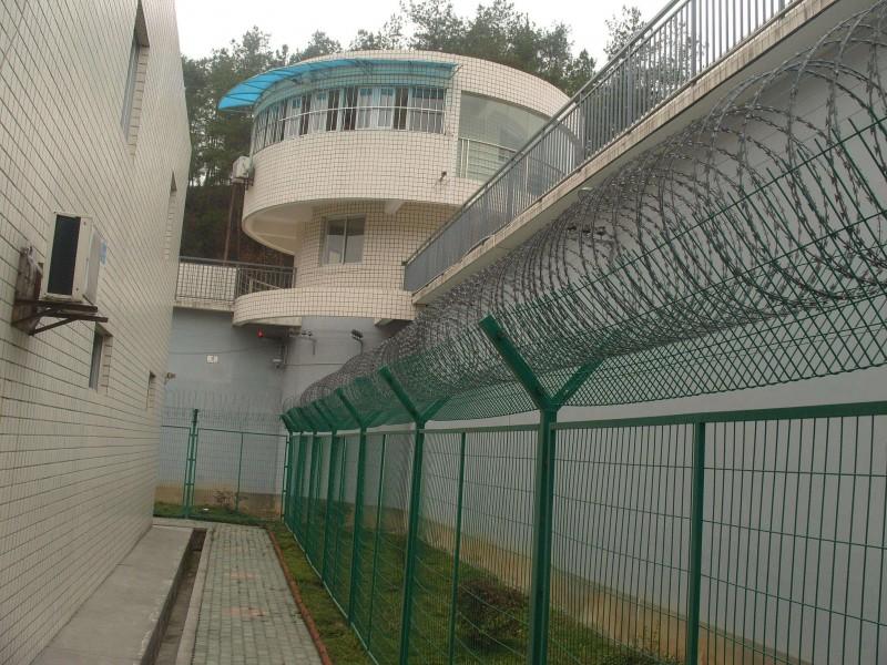 """监狱护栏网又称作""""Y型安全防御护网""""监狱钢网墙"""