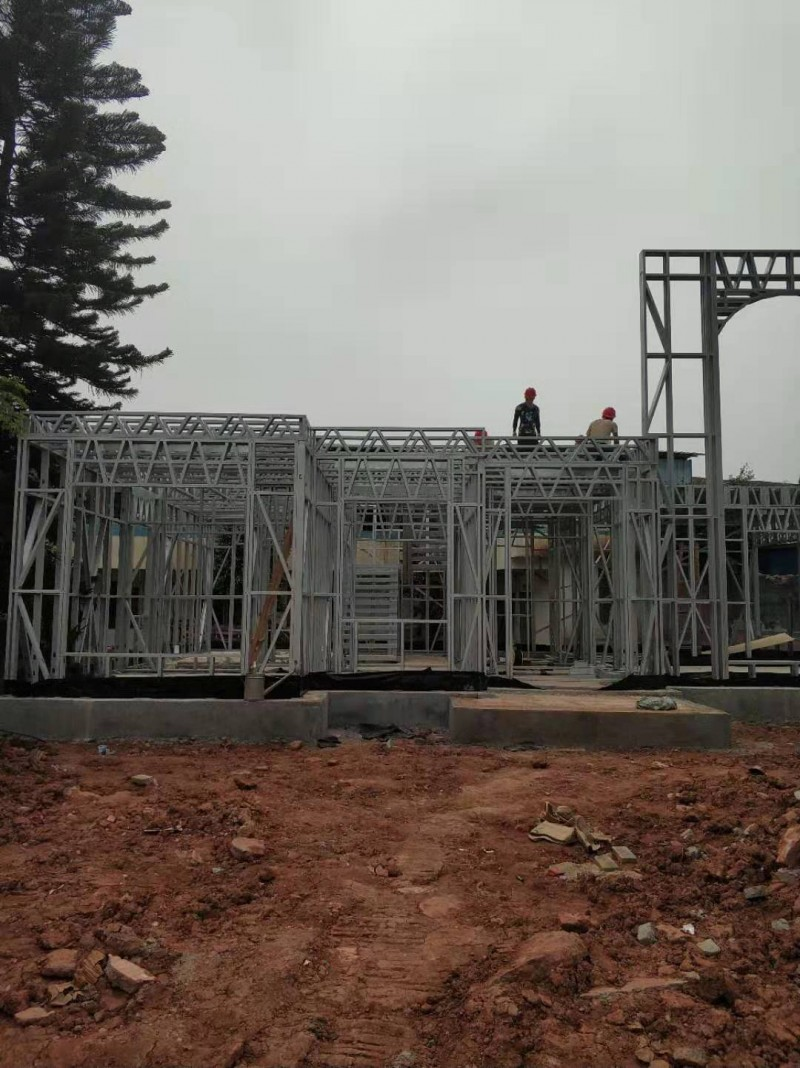 轻钢结构别墅施工安装
