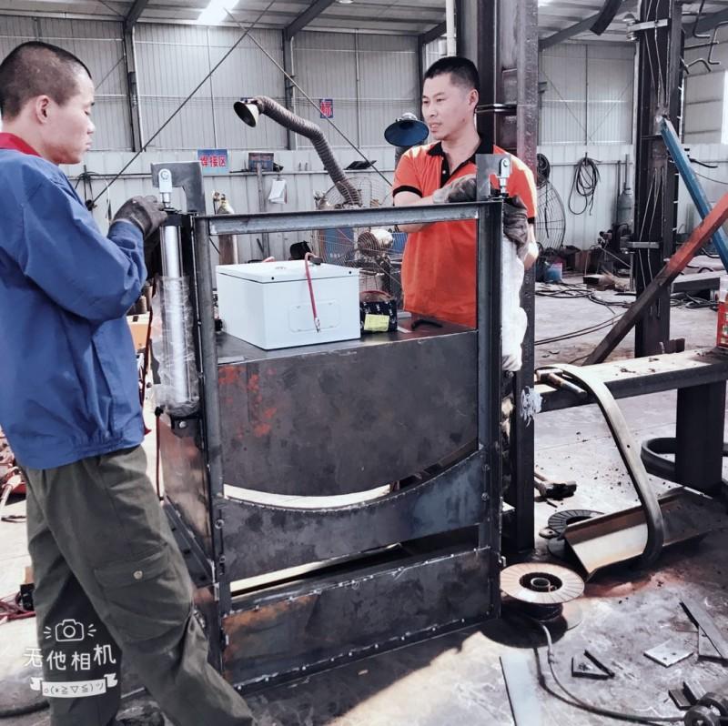 煤矿用皮带巷防逆流风门,皮带机防逆流风门和利隆测量安装