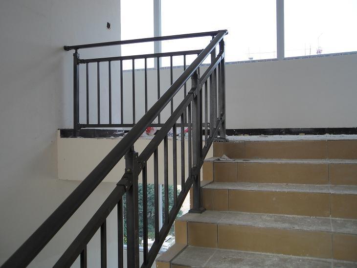 产地直销栏杆扶手安全围挡镀锌护栏 锌钢护栏锌钢楼梯扶手 栏杆