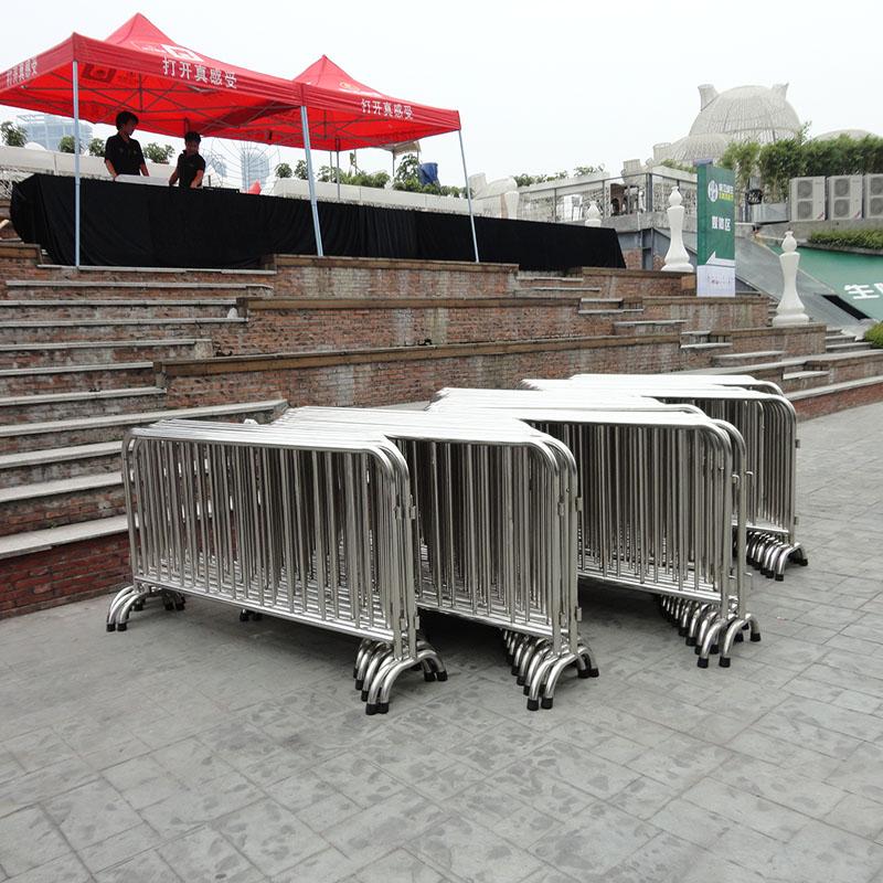 上海铁马租赁 北京隔离墩铁马护栏出租 F1赛车防撞防爆租赁