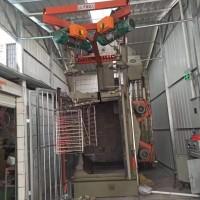 洛阳无气式自动喷丸机 消声器油漆清除设备 吊钩式抛丸清理机