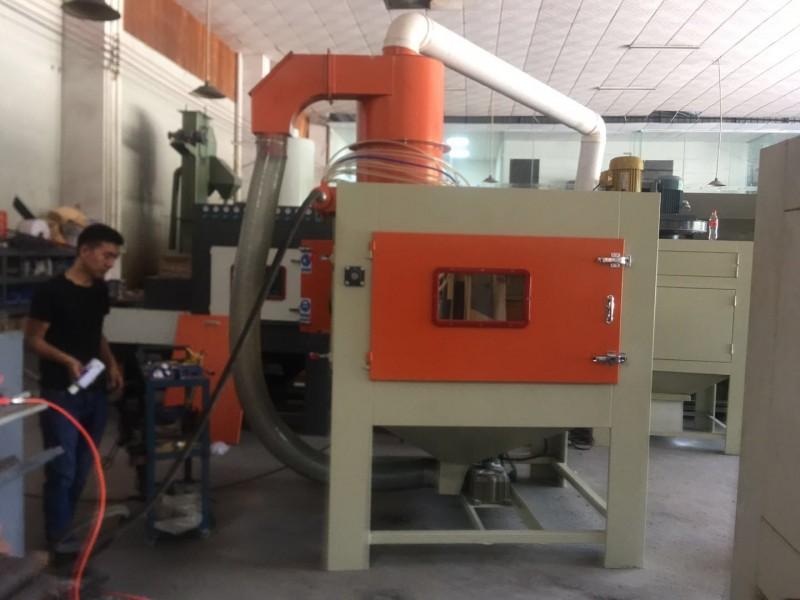 镀层前处理打沙设备 洛阳间歇式转盘自动喷砂机