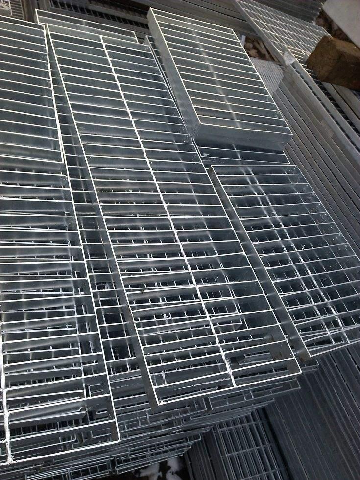 工地水渠齿形钢网格栅A洞头区工地水渠齿形钢网格栅A钢格板定做