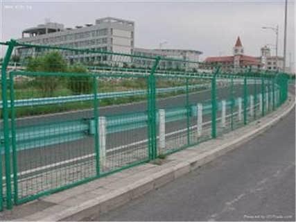 高速公路服务区栅栏护栏网片生产厂家定做