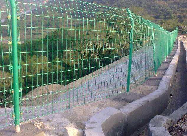 山坡围栏护栏/立柱斜支撑厂家定做规格